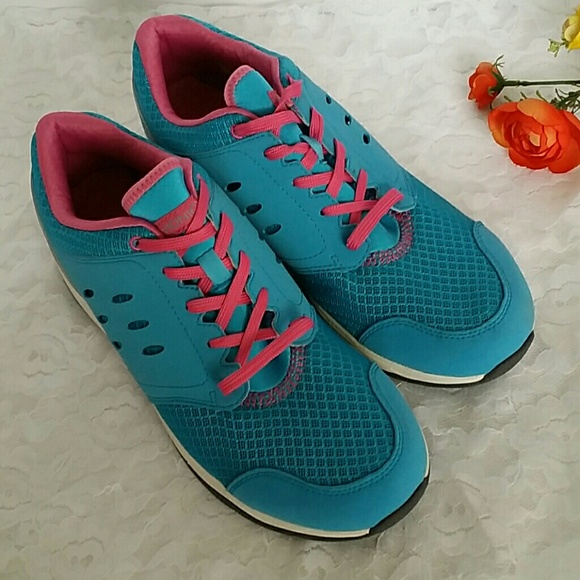 f4f2e3c4cc50 Vionic women s sneakers size 11. M 5a9db8f99d20f03b6a26c001